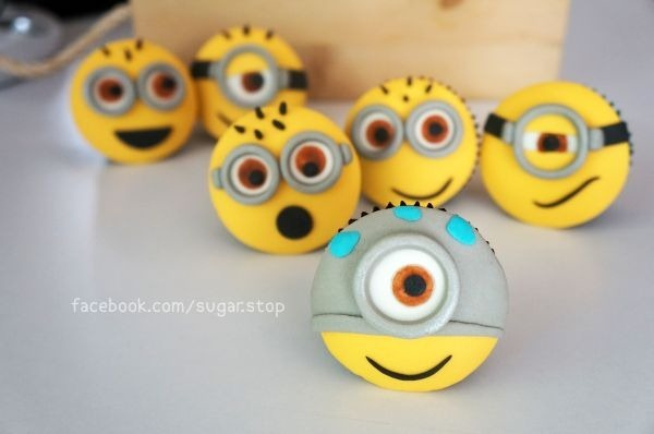 Sugar Stop Minion Cupcakes - so darn cute!!