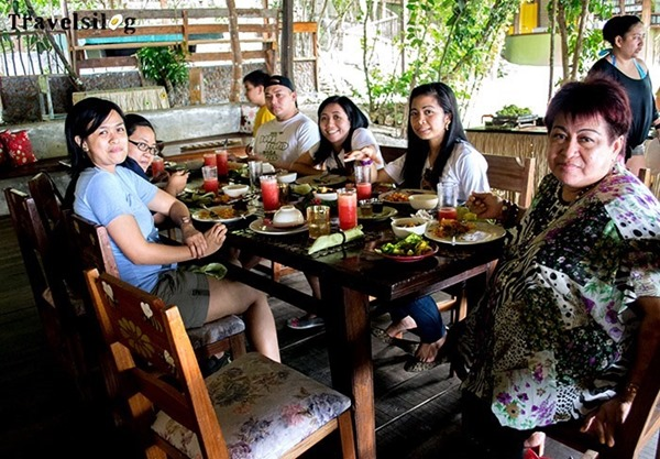 Having lunch at Bohol Bee Farm