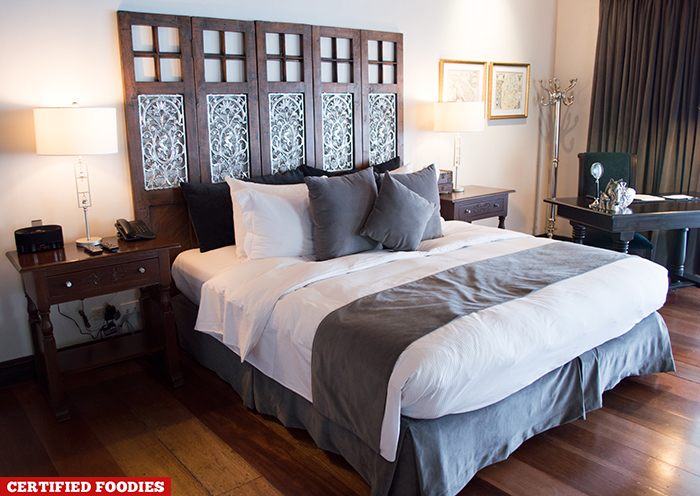Queen Size Bed at Oxfored Master Suite in Discovery Country Suites Tagaytay