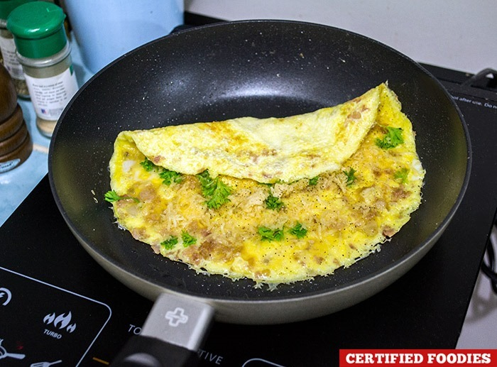Cooking omelet with my Lock & Lock Hard & Light Black & Silver non-stick pan