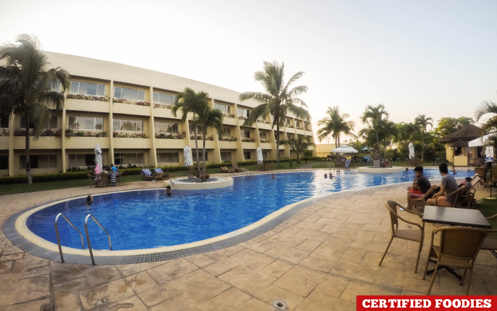 Taal vista hotel in tagaytay city review for Tagaytay resort with swimming pool